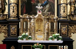 Closer detail of the altar.