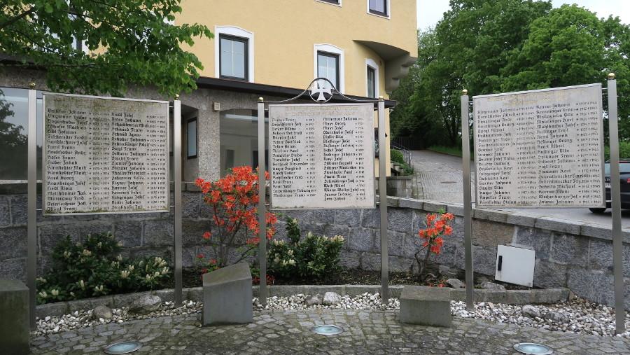 war memorial egglesburg