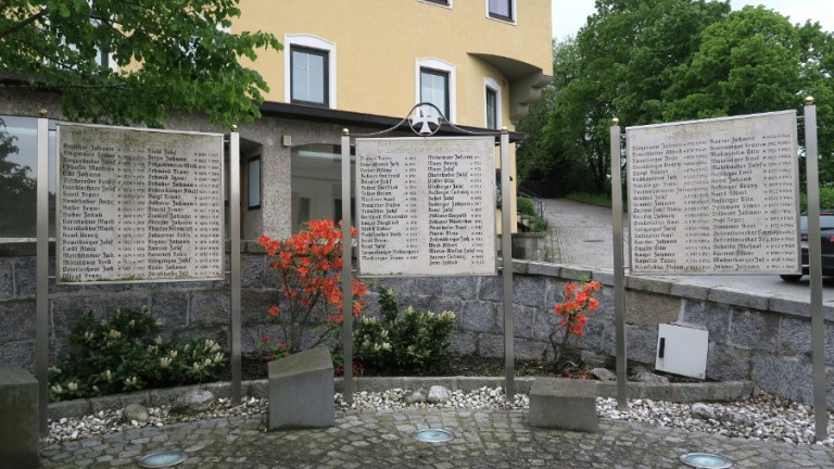 war memorial egglesburg